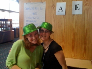 Amanda and Anne volunteering at Investir le monde numérque